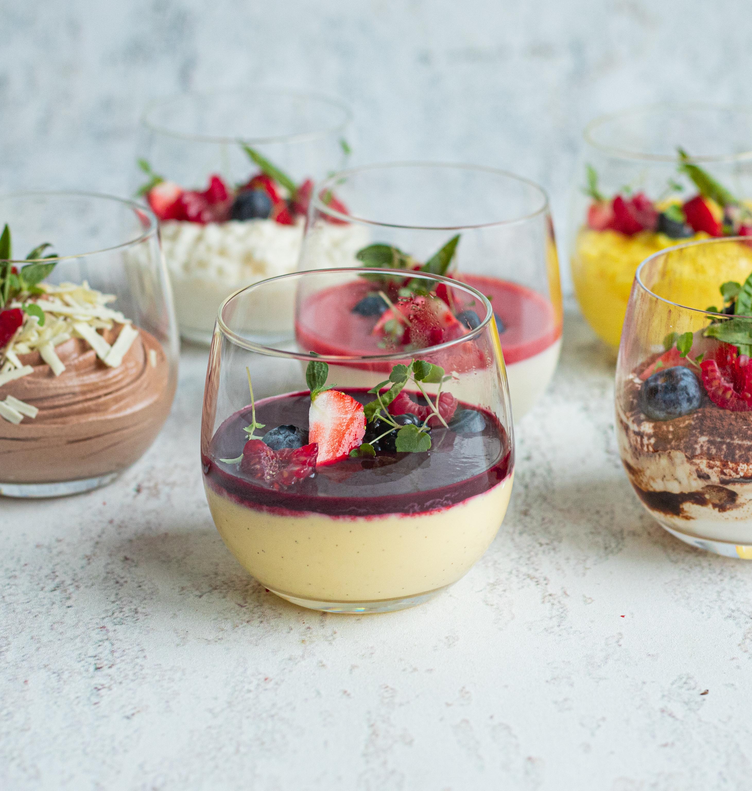 Vanillecreme met rode vruchtencoulis