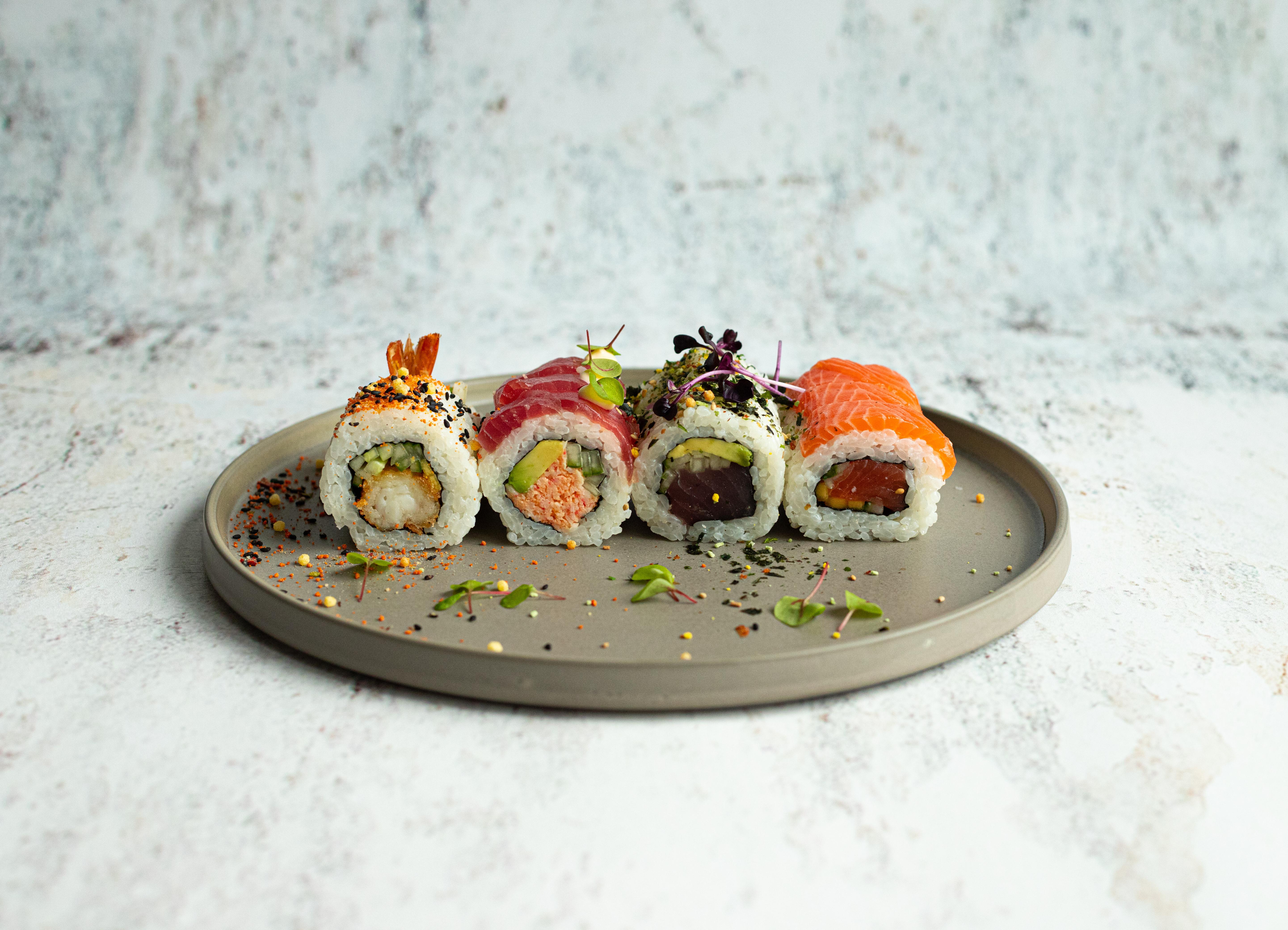 Assortiment van verschillende sushi 16 stuks